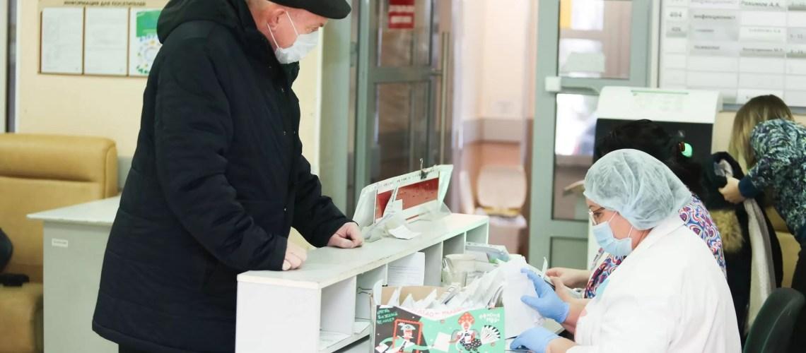 В Югре прививки от коронавируса поставили почти 35 тысяч человек