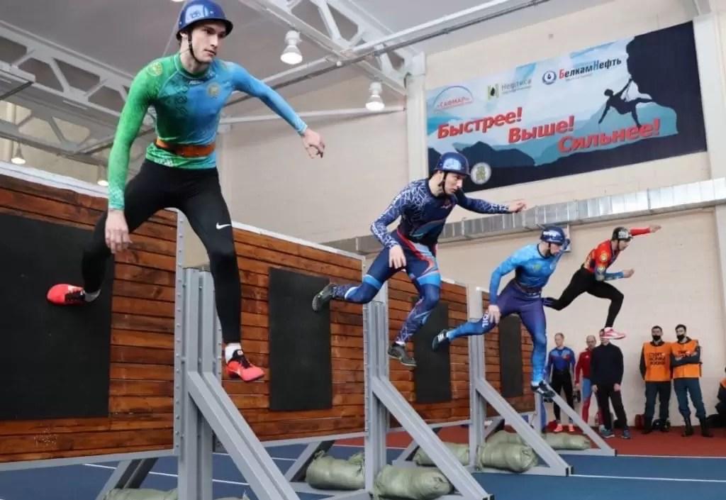Пожарные-спортсмены из Югры привезли «золото» и «серебро» с Всероссийских соревнований по пожарно-спасательному спорту.