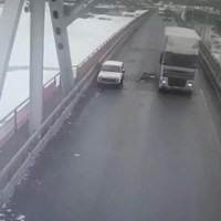 По факту падения мужчины с моста в Нефтеюганском районе проводится проверка