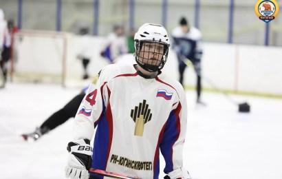 Чемпионы дали мастер-класс юганским хоккеистам.