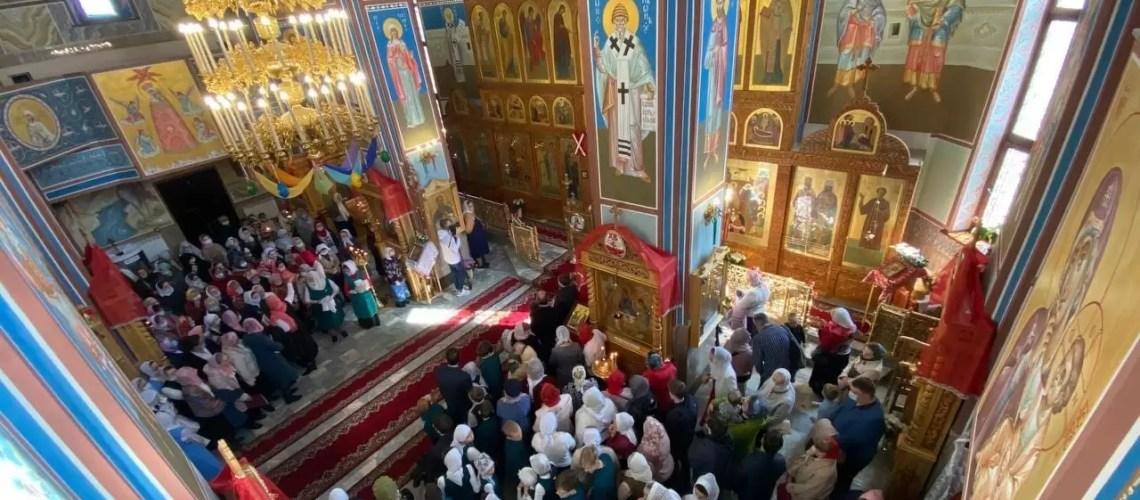 """За труды на благо Ханты-Мансийской епархии""."