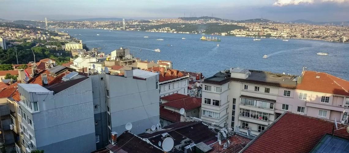 Россияне начали менять путевки на отечественные курорты в пользу Турции