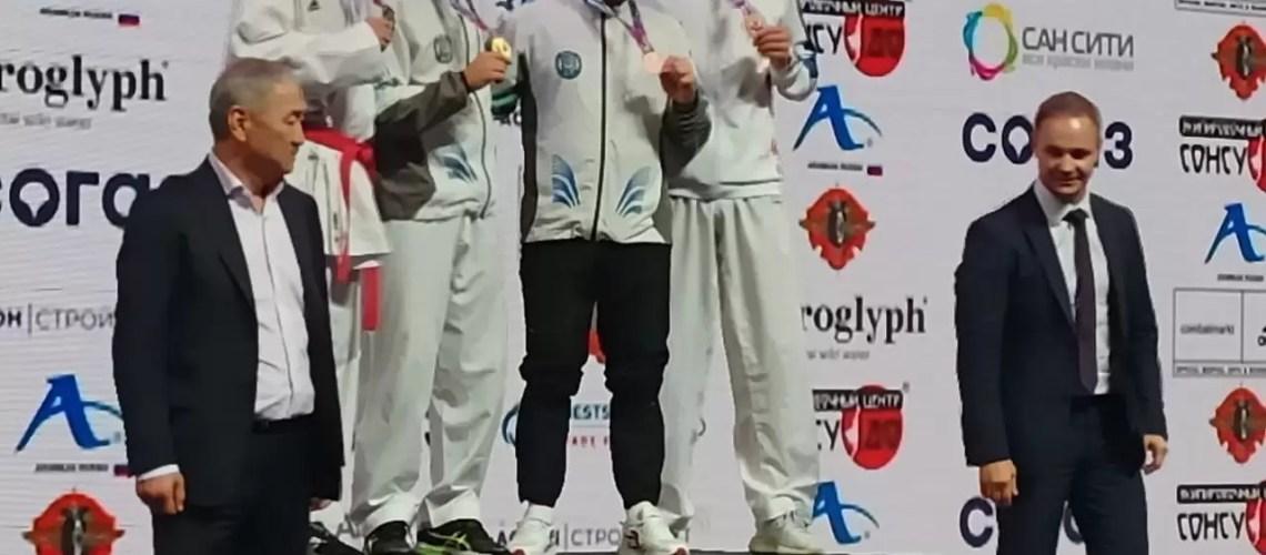 В Новосибирске завершился чемпионат России по каратэ, в котором приняли участие 320 спортсменов со всей страны.