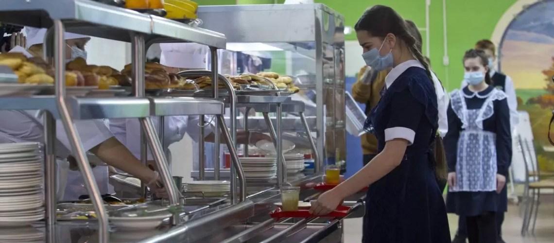 В школах Югры учится 485 детей, нуждающихся в специальном питании
