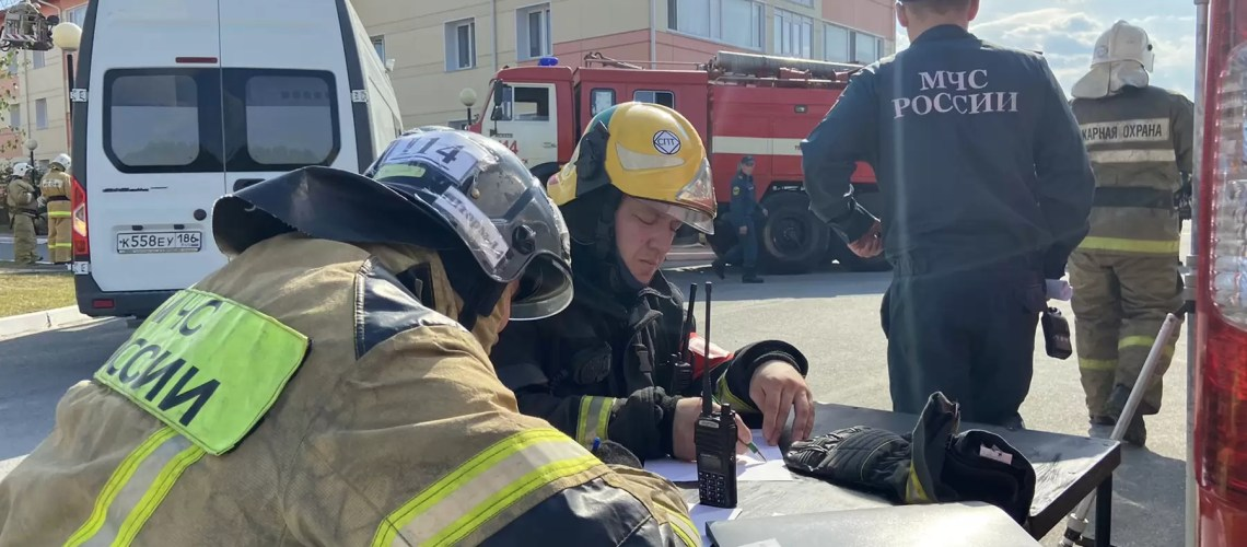 В Нефтеюганске 17.08.2021 прошли тренировочные пожарно-тактические учения с группой начальствующего состава Нефтеюганского местного пожарно-спасательного гарнизона по адресу: г. Нефтеюганск, 11 микрорайон, строение 123