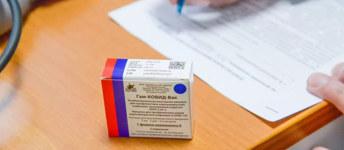 Регионам позволили самим решать вопрос о вакцинации педагогов вузов