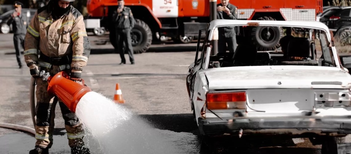 Учения по проведению аварийно-спасательных работ организовали накануне нефтеюганские пожарные.