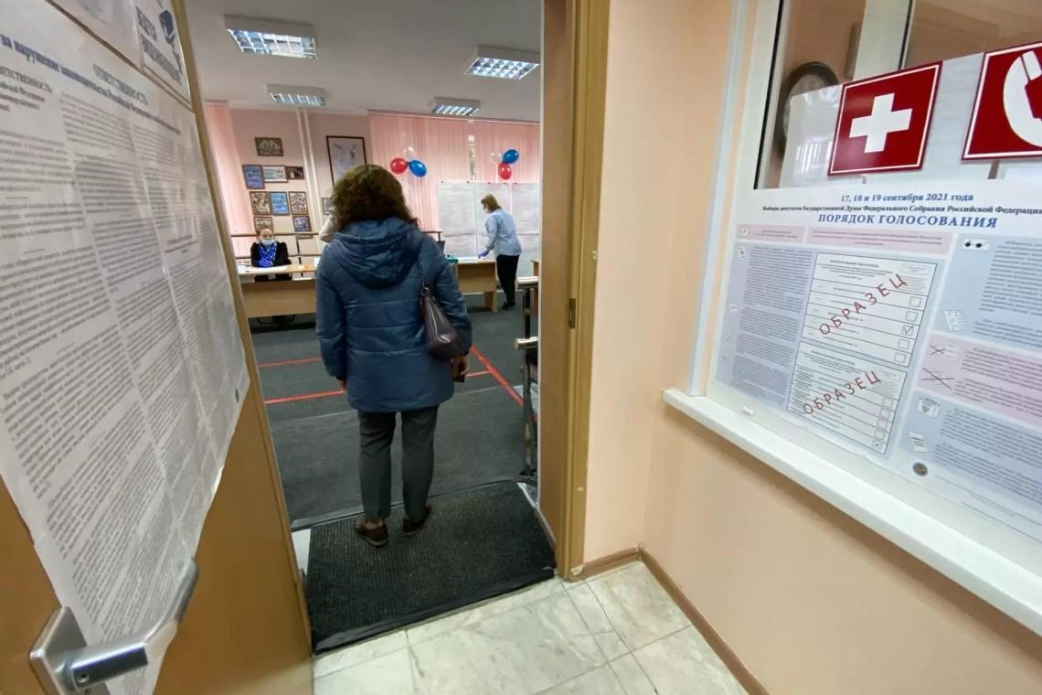 Выборы 2021, уже пошли первые избиратели голосовать.