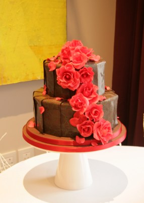 Tempered chocolate sheets with sugar roses