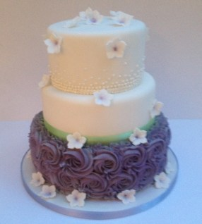 Buttercream and pearl piping cake