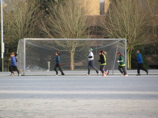9Glutes jogging in the frost