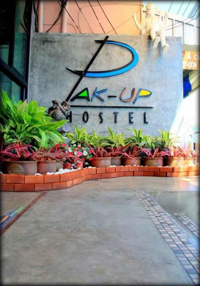 pack up hostel outside 1 resized
