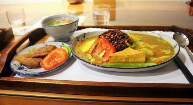 Japanese Curry with Five Grain Rice from the Organic Restaurant in LuoDong - the best curry in Taiwan