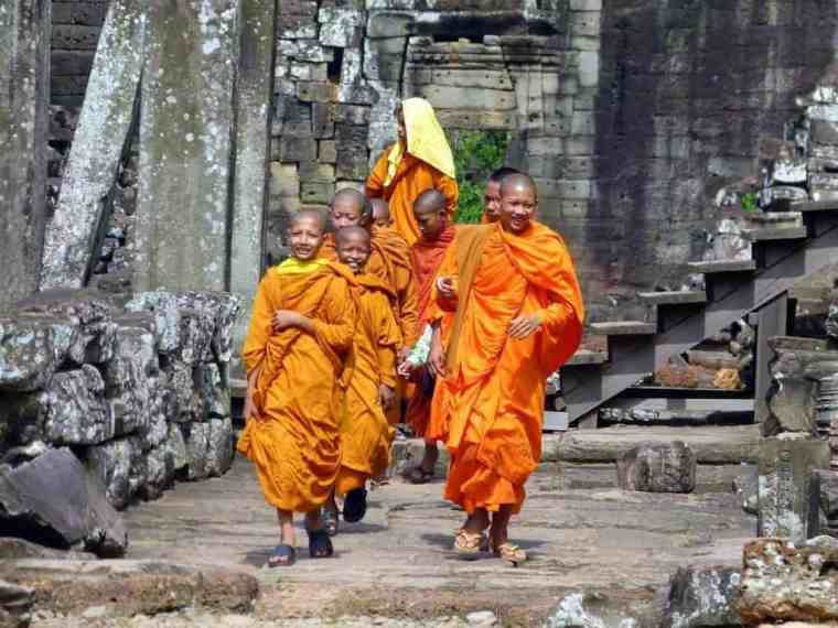 monks-at-angkor-wat