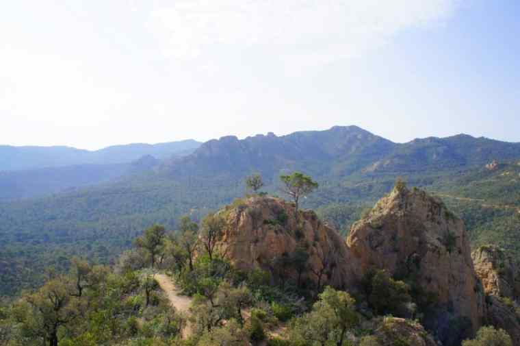 Perfect rock climbing conditions – in the Ardenya hills, Santa Maria de Solius.