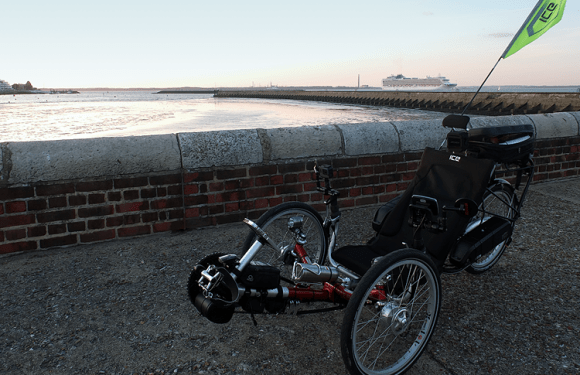 (VIDEO) – Evening Jaunt Along East Cowes Seafront With The QNT
