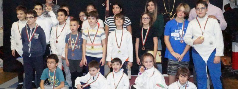 Коледно тържество награди деца