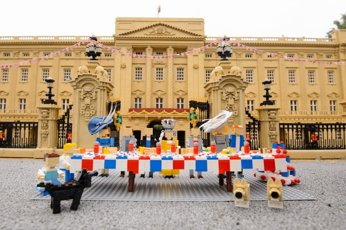 The LEGOLAND Windsor Resort throws Her Majesty The Queen a LEGO birthday party in Miniland
