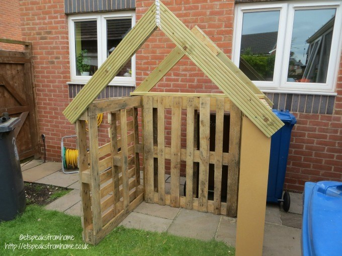 pallet playhouse roof