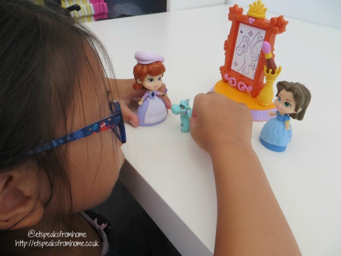 sofia the first 3 inch playset playing
