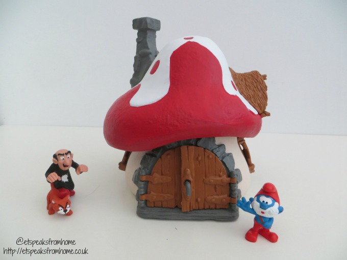 Schleich Smurf House with Papa Smurf, Gargamel & Azrael review