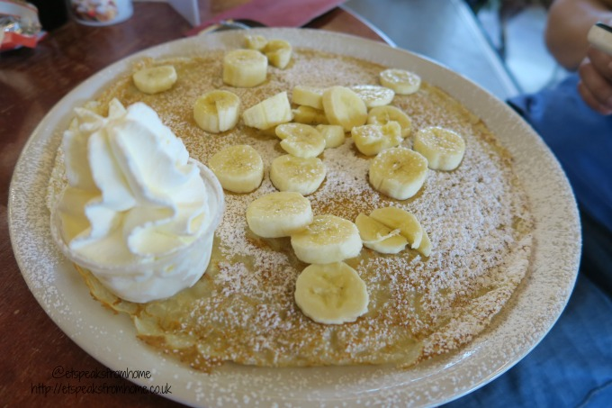 foods to try in amsterdam banana pancake