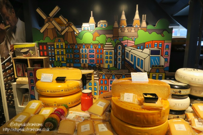 foods to try in amsterdam cheese museum cheese