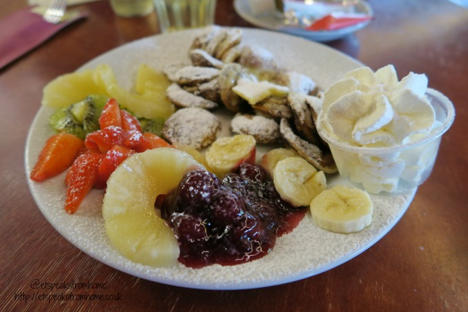 foods to try in amsterdam mixed fruit pancake