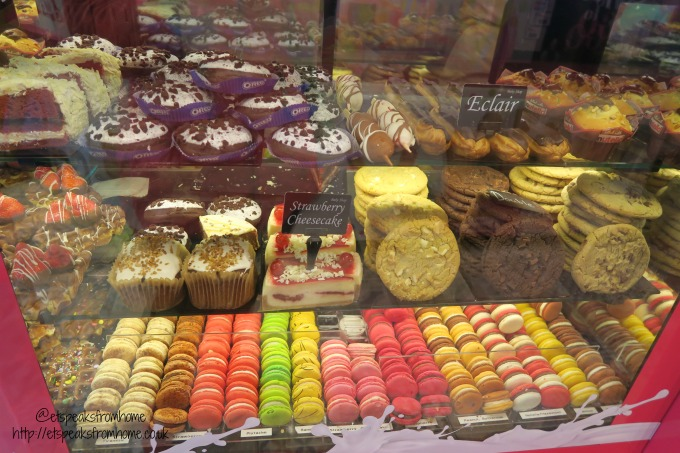foods to try in amsterdam snack