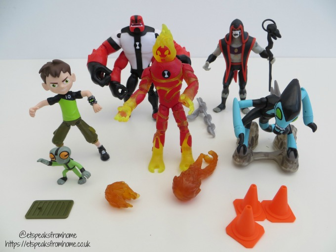 Ben 10 figurines Toy