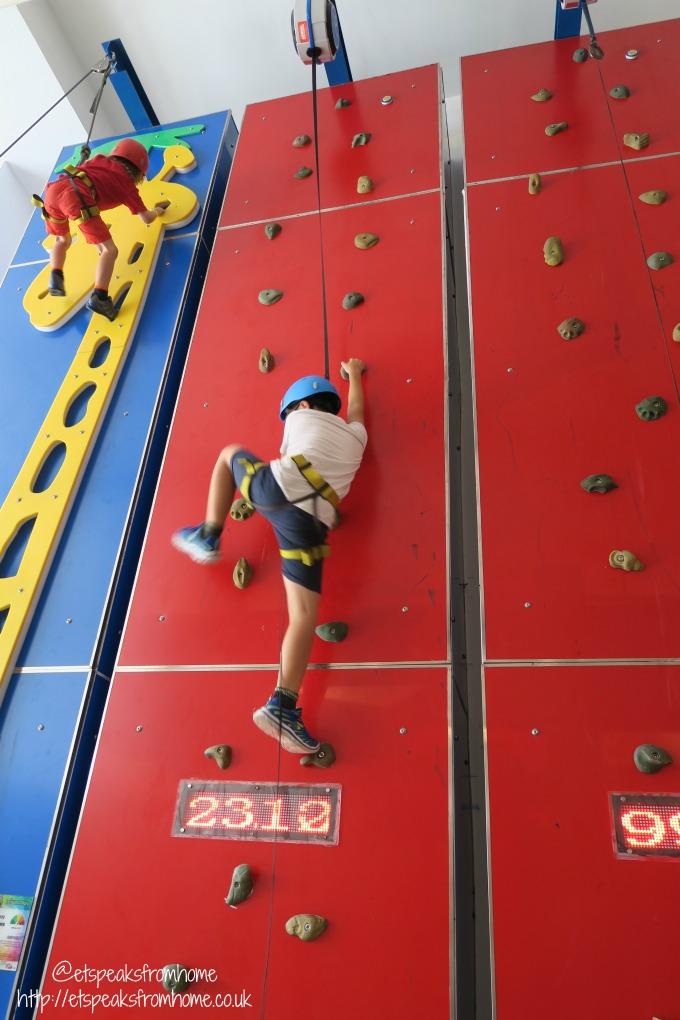 Singapore Let 'em Play speedy wall climbing