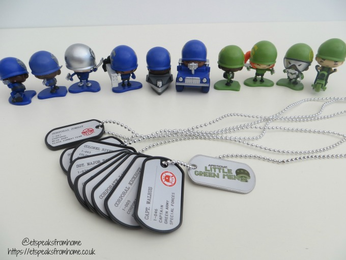 Awesome Little Green Men figuringes dog tags