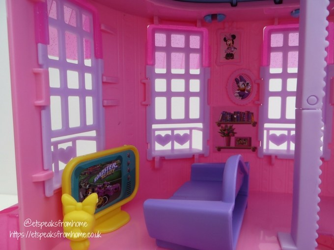 Minnie Mouse Happy Helpers House Review living room