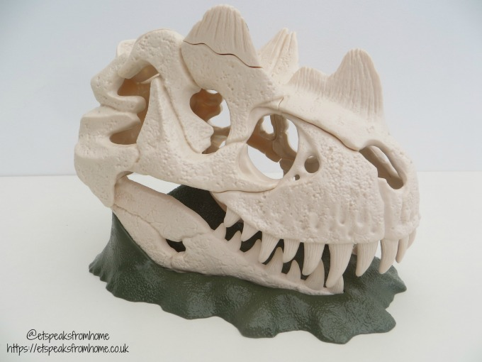 Schleich Large Skull Trap with Velociraptor Review close