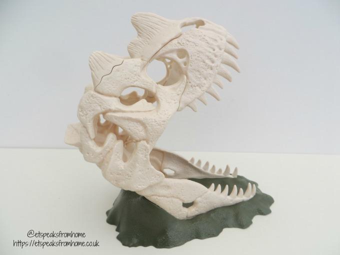 Schleich Large Skull Trap with Velociraptor open