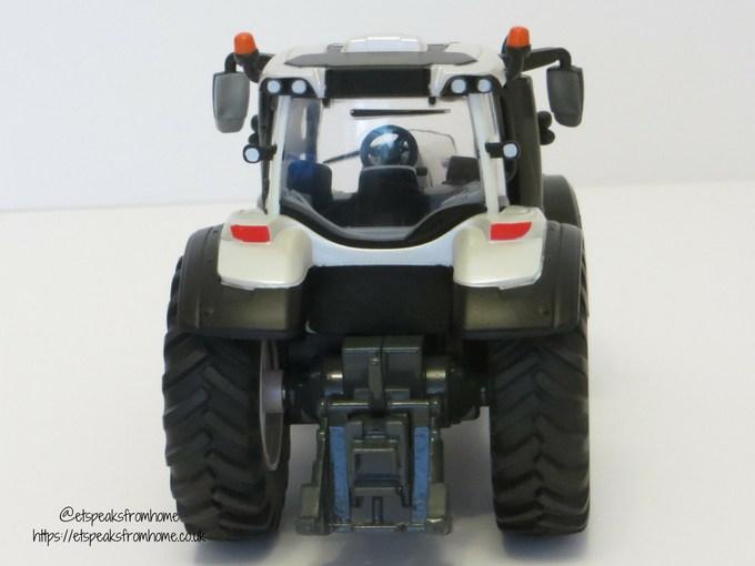 Valtra TZ54V back