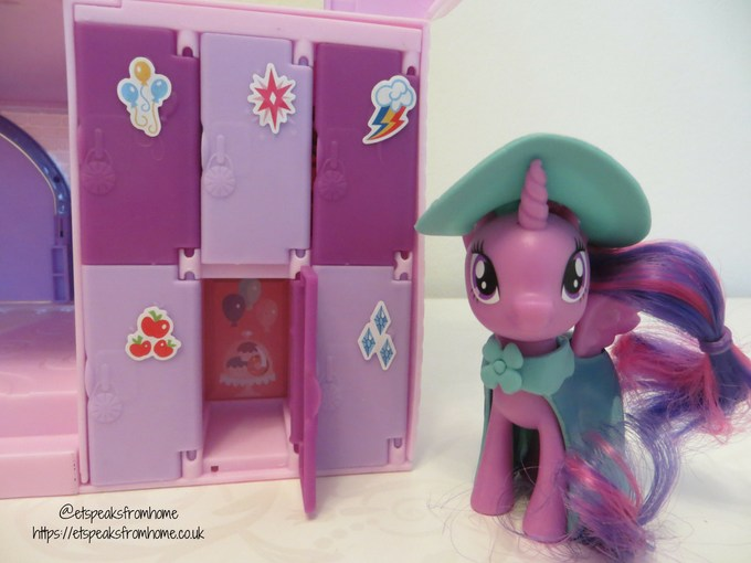 mlp Magical School of Friendship playset with lockers