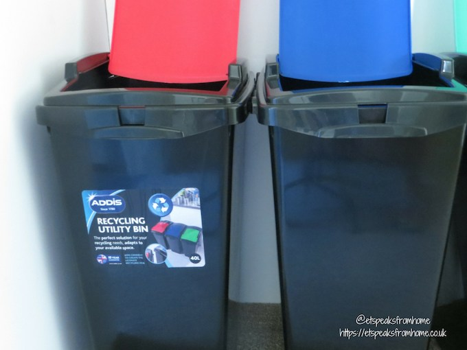 Addis recycling bin with colour lid sticker