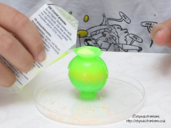 Thames & Kosmos Science Kits bouncing planets ball mould