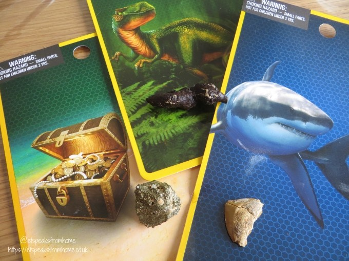 National Geographic Mini Dig Kit shark tooth, dino poop