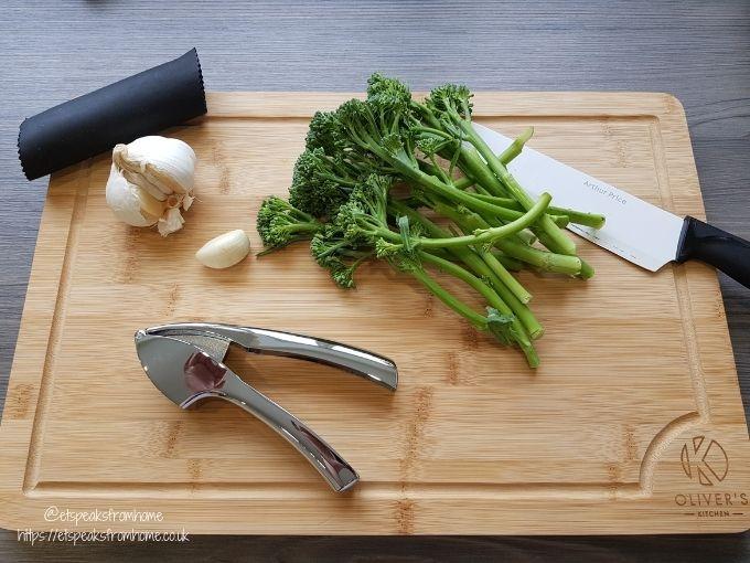 Oliver's Kitchen large bamboo Chopping Board garlic crusher