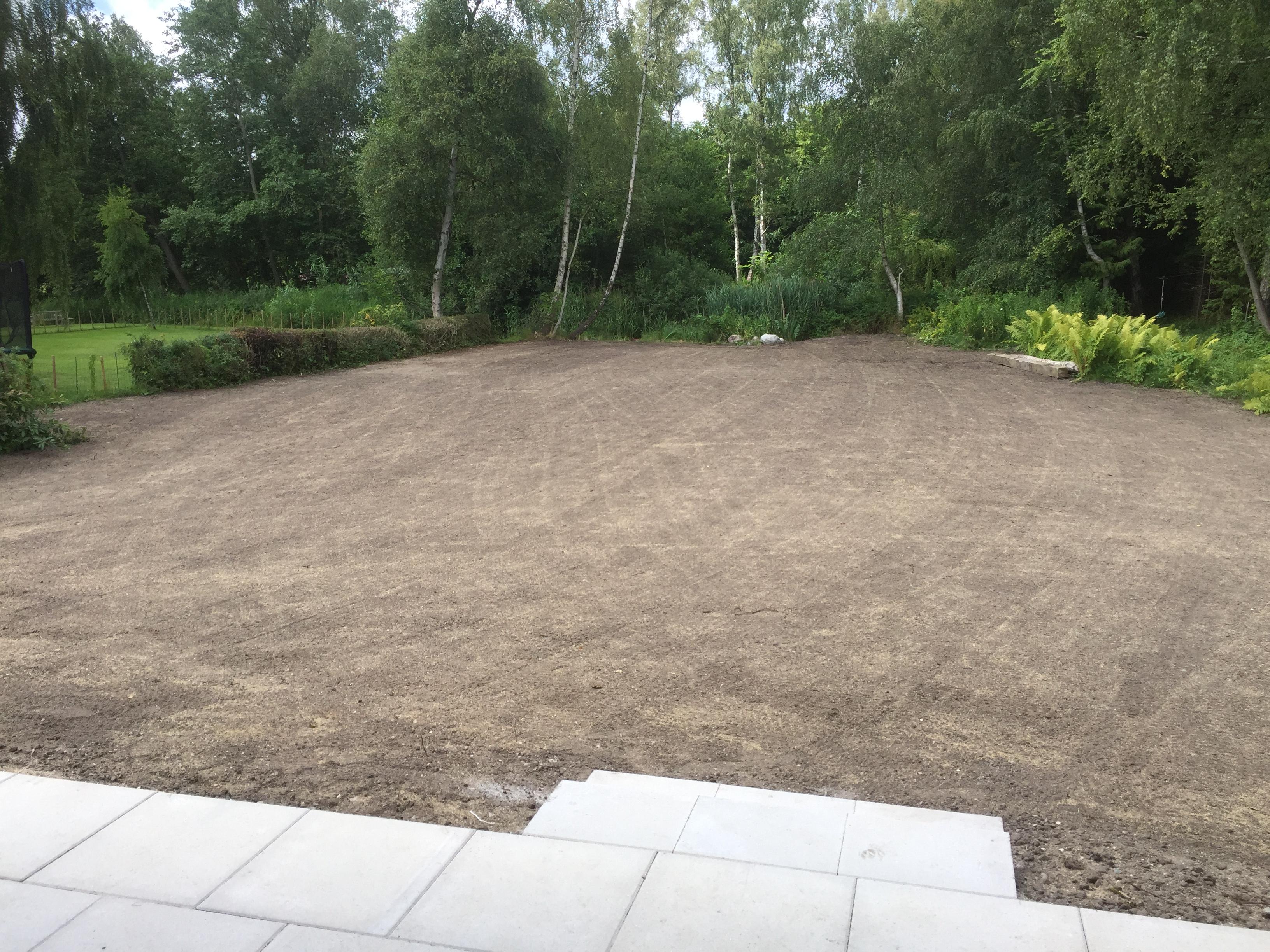 Ny have i virum - med ny græsplæne og nye terraser - anlagt af anlægsgartnerfirmaet et sted på jorden ved martin hofflund