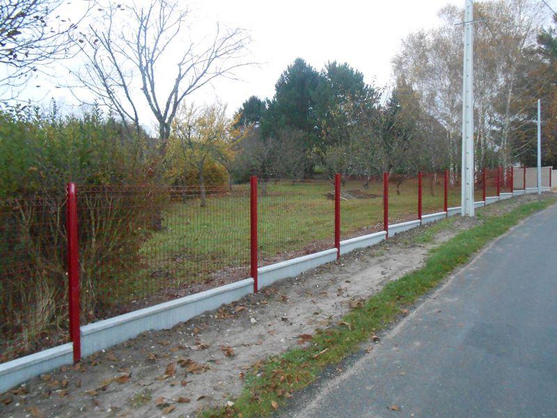 Panneaux rigides rouge pour clôture sur muret à Cellettes