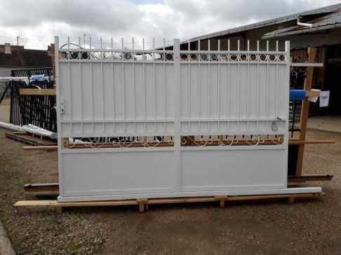 Arrivages portail aluminium imitation fer forgé chez Ets Thomas En région Centre