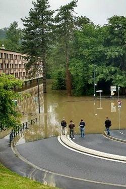 orientation universites Crue historique : à la fac d'Orsay, le campus est fermé, les examens sont reportés La fac d'Orsay reste fermée ce jeudi, les examens sont reportés et de gros dégâts sont déjà constatés crue inondation universite ecole