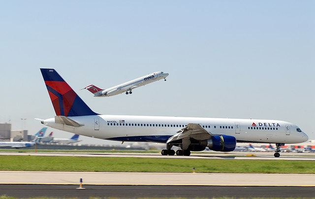 Fusion von Delta Air Lines und Northwest  – die weltweit größte Fluggesellschaft der Welt hebt ab