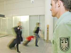 Meldepflicht von Bargeld in Transitzonen der Flughäfen