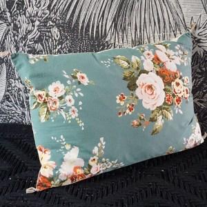 coussin imprimé floral bleu Etxe Mia!