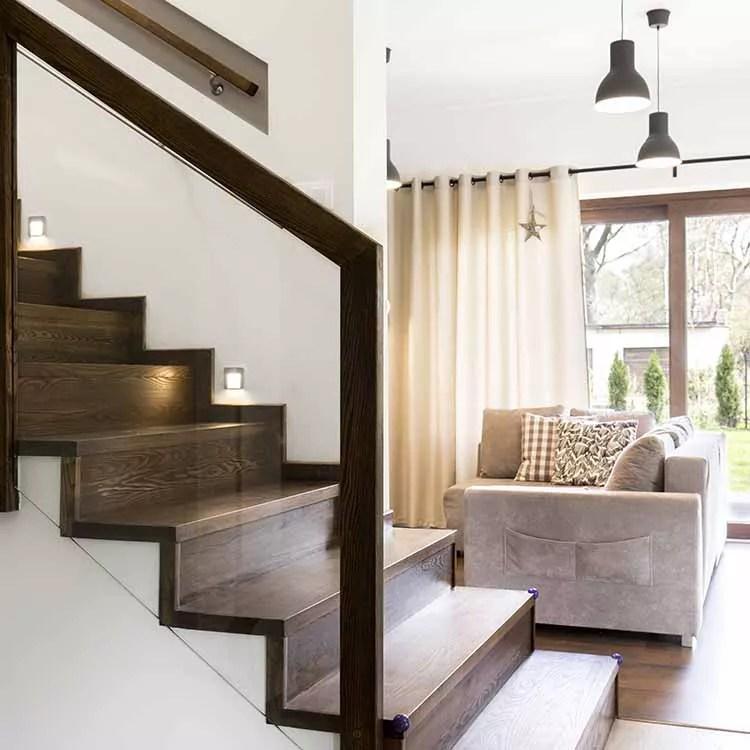 מדרגות עץ גושני