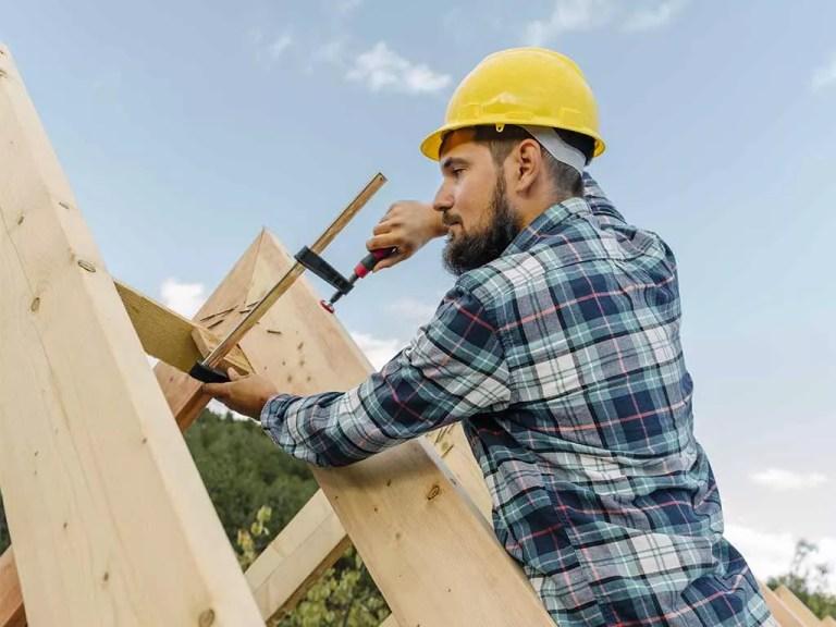 עץ ופלא בניית גגות